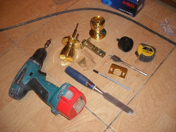 Инструмент необходимый для установки защелки