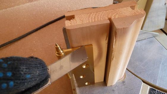 разметка шаблона для врезки петель