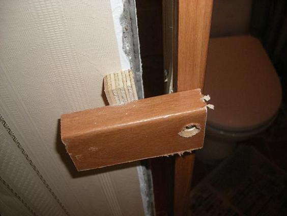 Вытягивание кривизны дверной коробки