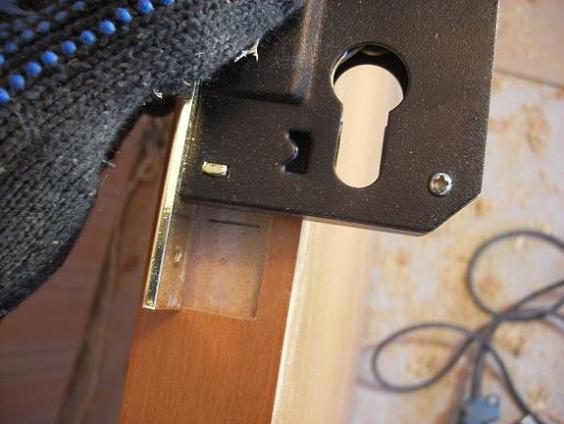 Разметка двери под врезку замка